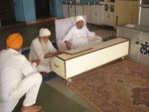 Present Head Laangri of Rara Sahib (seated on the chair) who used to also drive Sant Ji Maharaj to Divaans
